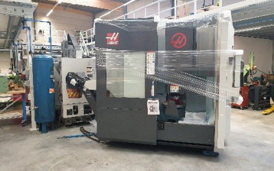 Delivery of new Haas 5-axis milling machine